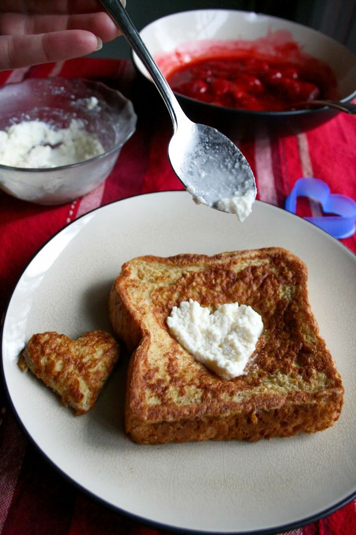 Strawberry Cheesecake French Toast | Breakfast | Pinterest