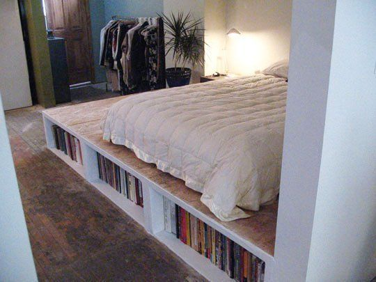 Look diy platform bed with storage for Make platform bed with storage