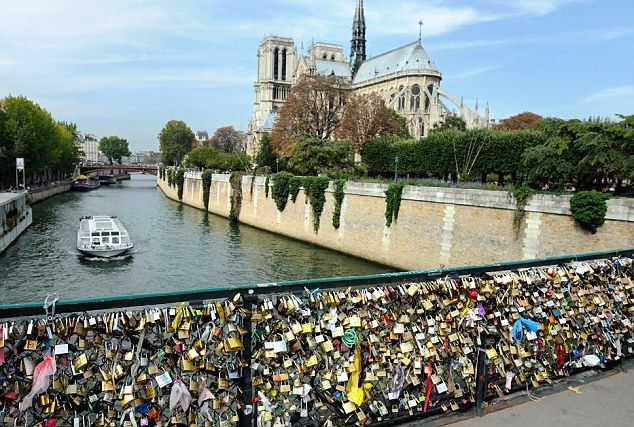 Love lock bridge paris places my heart 39 s been pinterest for Locks on the bridge in paris