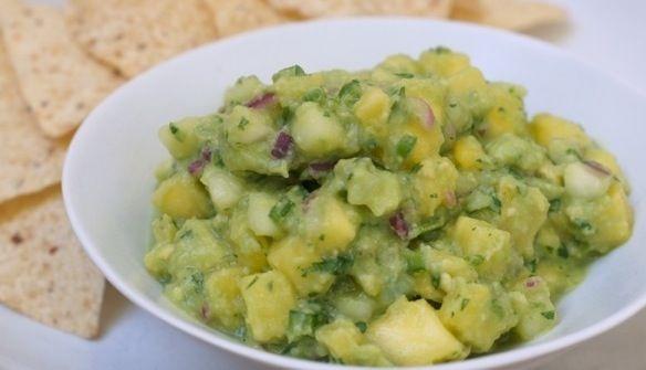 Pineapple and Cucumber Guacamole (Guacamole con Pina y Pepino)