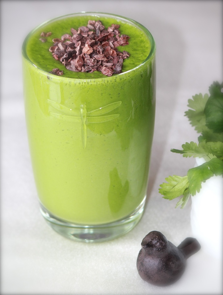 Green Smoothie: Spinach, Kale, Basil & Cacao Nibs | whole30 :: clean ...