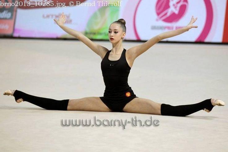 Maria Titova middle split perfection - 36.2KB