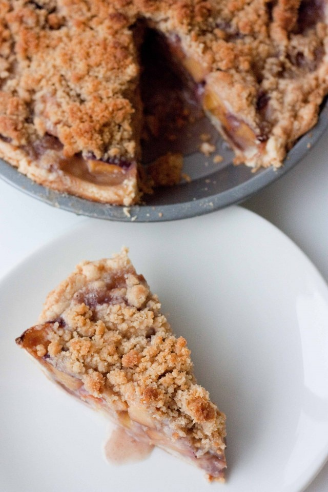 Peach bourbon pie w/crumble