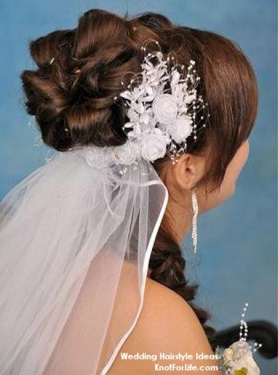 Loopy Bun Wedding Hairstyle With Veil