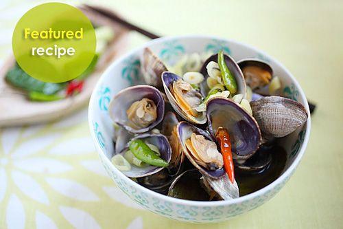 Thai-style Steamed Clams | Easy Asian Recipes at RasaMalaysia.com