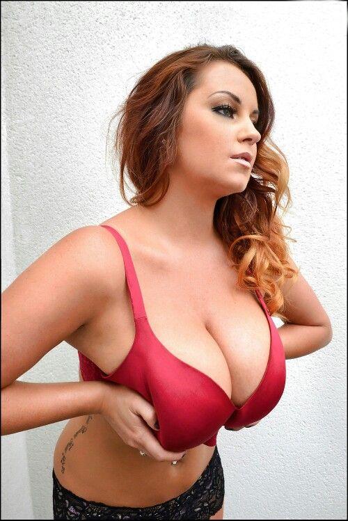 Big boobed workout model Sarah Nicola Randall flaunting her large tits № 263272  скачать