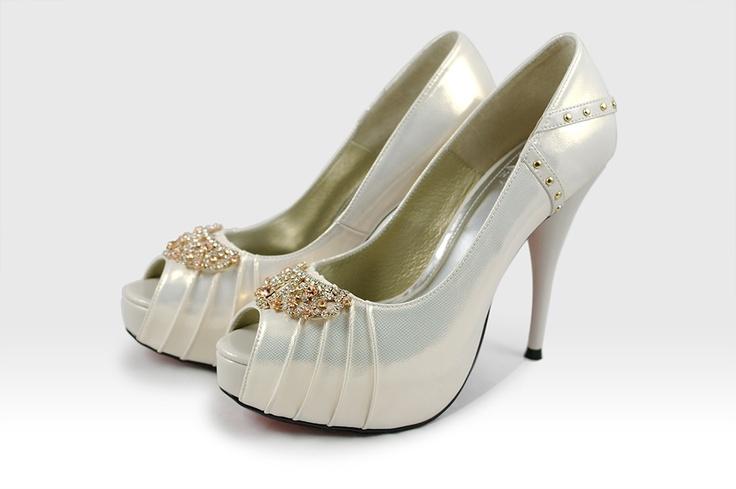 Queen's Classic High Heels. Color: Silver