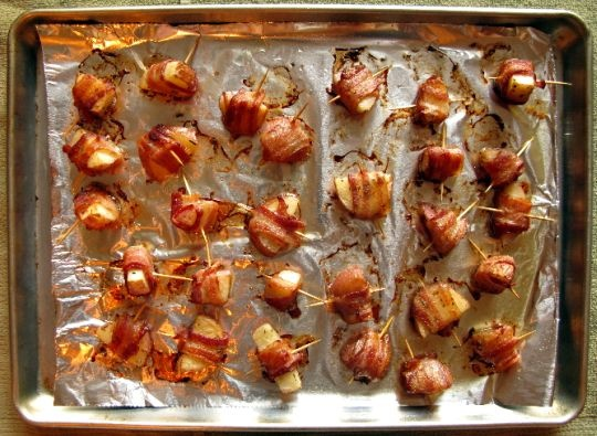 Bacon-Wrapped Potato Bites with Spicy Sour Cream Dipping Sauce | Reci ...