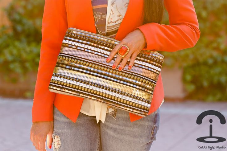 I ADORE this DIY clutch. I'm going to have to make this happen... maybe on a crossbody instead...