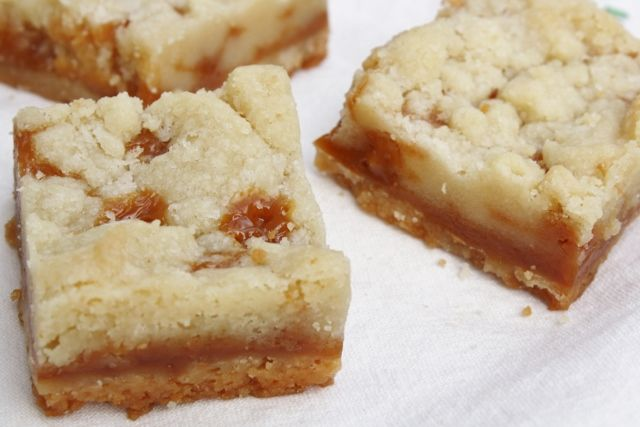 salted caramel butter bars | Recipes to try | Pinterest