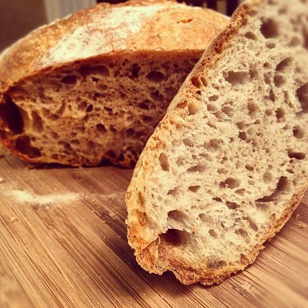 Easy Spicy Garlic Bread In A Pot Recipe — Dishmaps