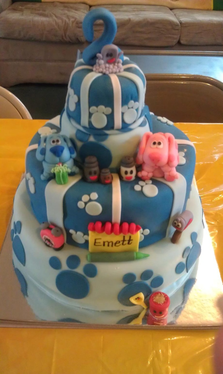 Blues Clues cake. Love the 3rd characters and name spelled out on the notepad. Idea for Jordynn's cake.