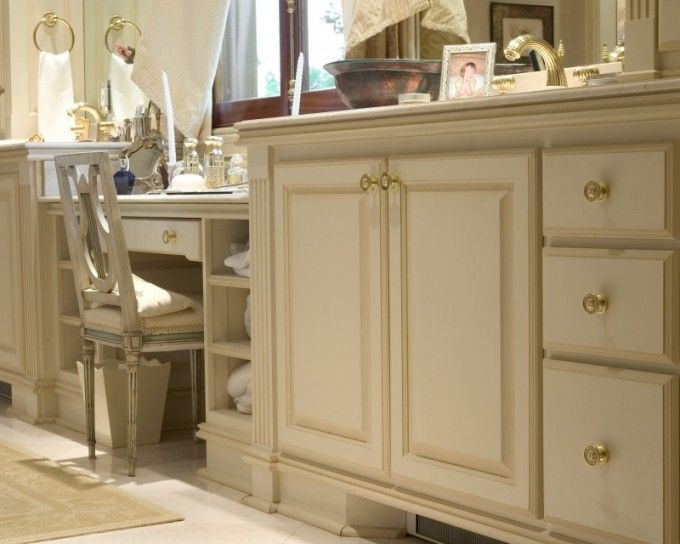 Off white cabinets with glaze glazed white cabinets - Off white cabinets with chocolate glaze ...