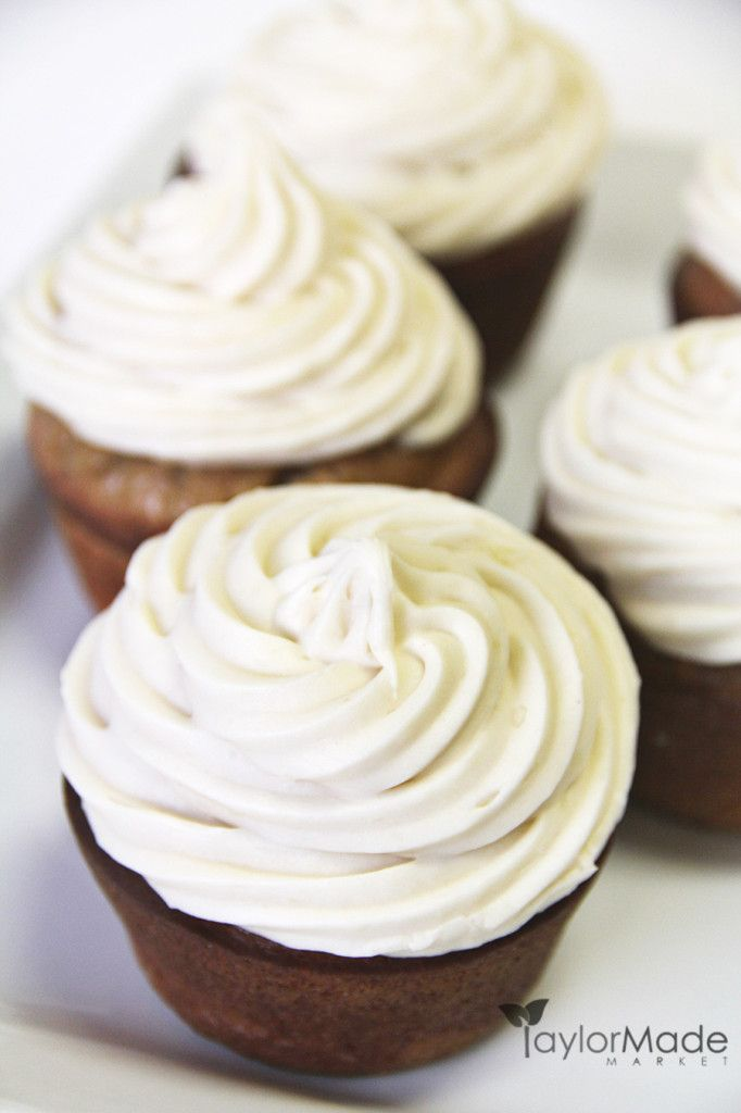 Banana Bread Cupcakes with Maple Cream Cheese Frosting | Recipe