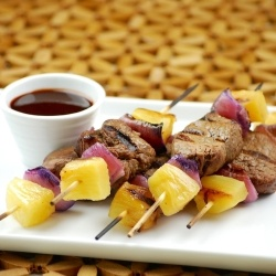 Spicy Tri-tip Skewers with Red Onion and Pineapple and Spicy Dipping ...