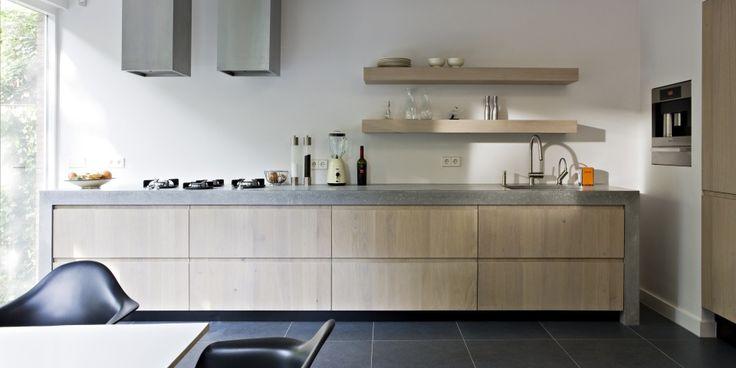Moderne keuken in Amsterdam met houten fronten