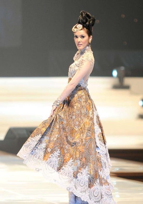 Kebaya & Batik   Kebaya - Indonesian dresses   Pinterest