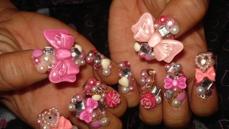 Thrifty Tyra – Fashion Epic Fail: Extreme Nails In 3D