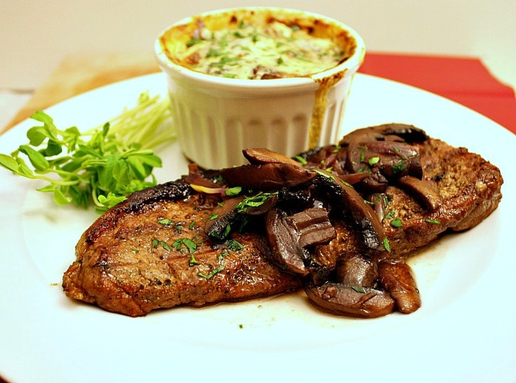 Steak with Red Wine, Mushroom & Shallot Sauce {& Blue Cheese ...