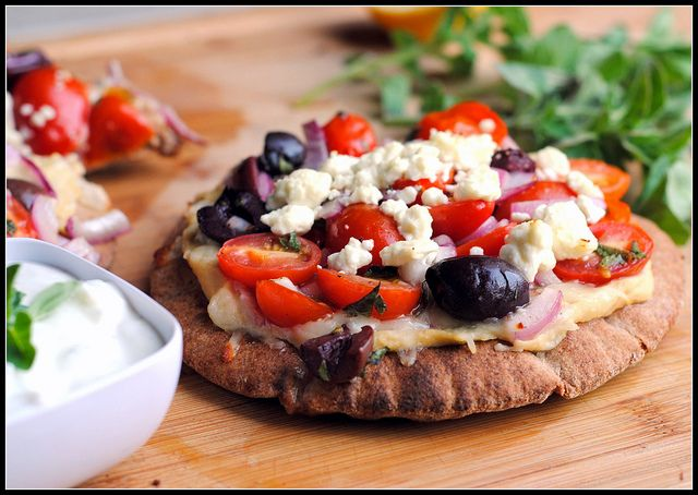 Greek Pita Pizzas | Good Eats (and Drinks!) | Pinterest
