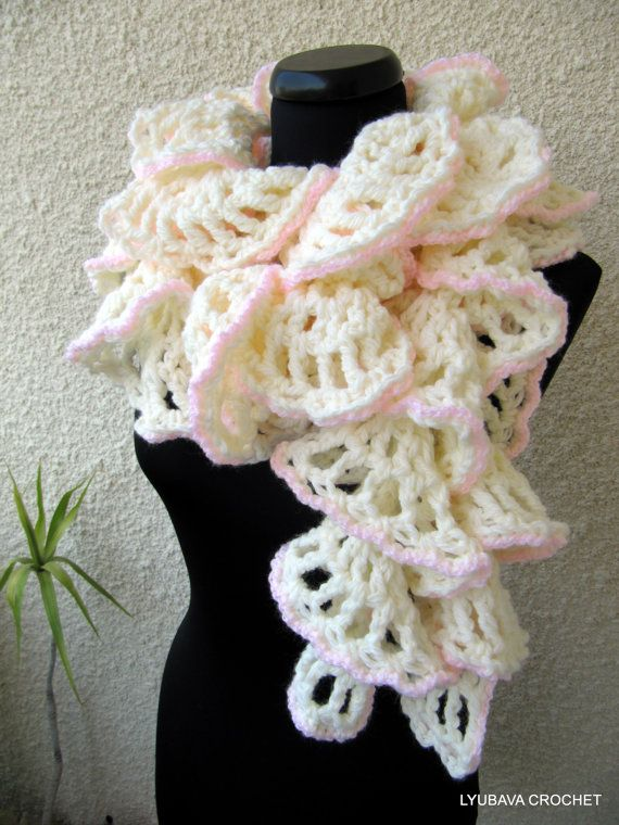 Crochet Pattern Ruffle Scarf Winter Honeymoon, Chunky Crochet Ruf...