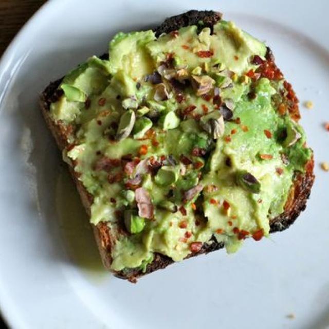 Avocado breakfast toast | Food | Pinterest