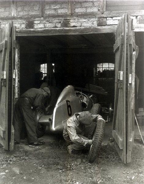 Eye catching black and whites page 4 autoshite autoshite - Garage mercedes bergerac ...