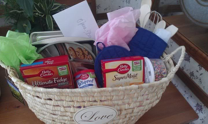 Wedding Shower Gift Basket Themes : Wedding Showers