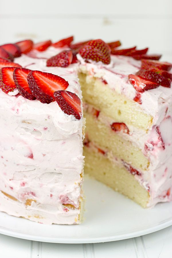 Fresh Strawberry Cake | This cake features loads of fresh strawberries and a light whipped cream topping.  It's PERFECT for summer!!