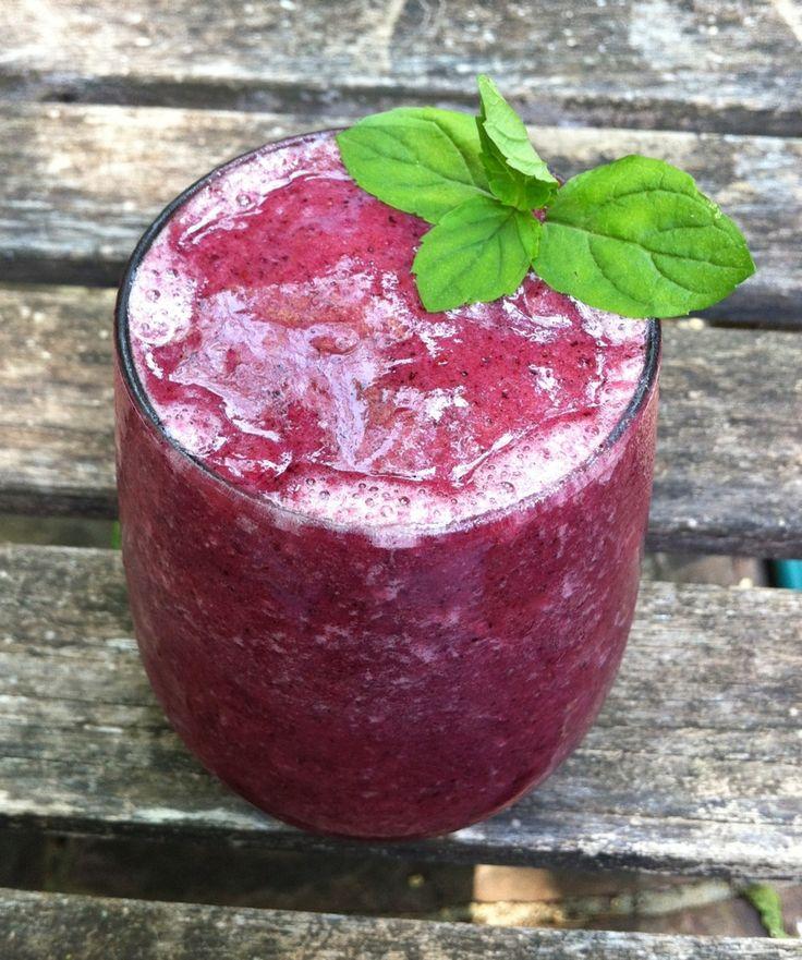 Antioxidant Smoothie: grapes, bananas, blueberries, milk and lemon ...