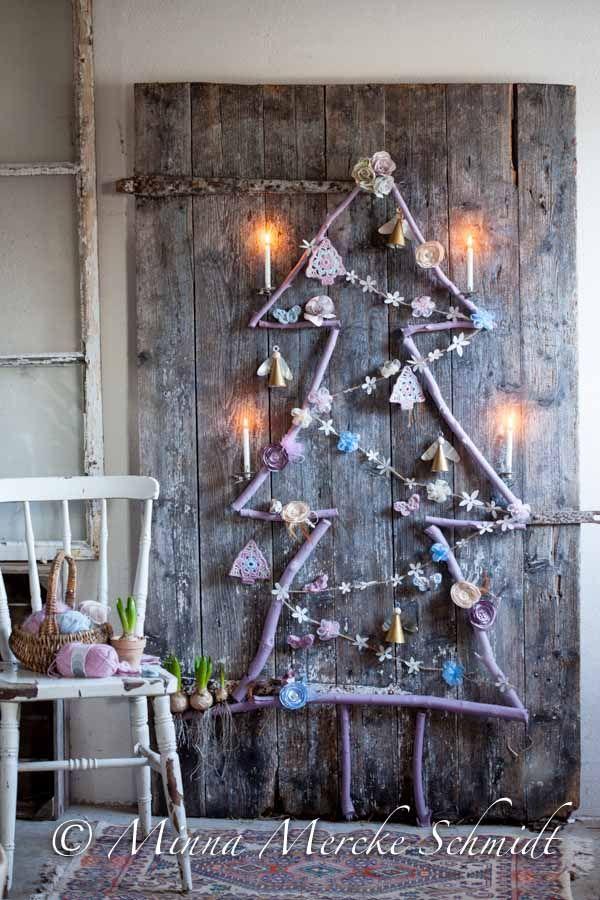 Build your own Christmas tree. Styling by Marie Samnegård Linnea Fennhagen/Studio Gul / photo by Minna Mercke Schmidt / Blomsterverkstad