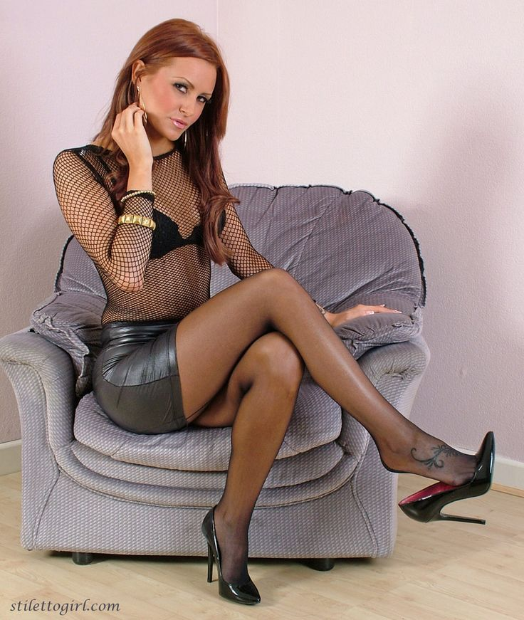 Hot solo girl Pristine Edge peels off black mini skirt and crotchless panties № 442039 загрузить