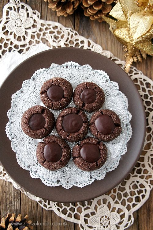 Chocolate Thumbprint Cookies | Zonzolando... in Brown! | Pinterest