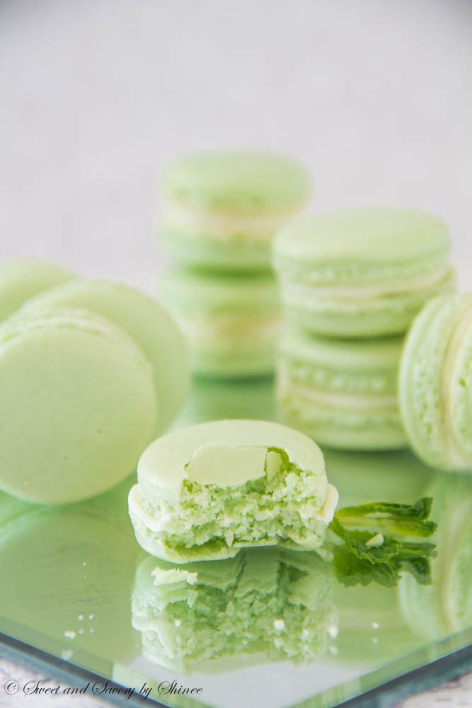Mint French Macarons with Minty White Chocolate Ganache Filling | Rec ...