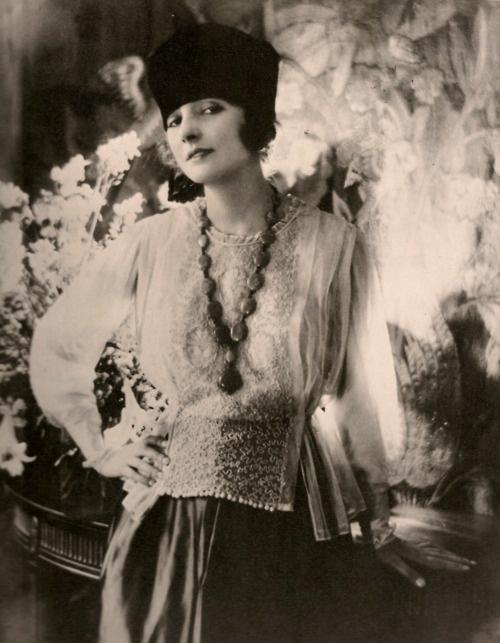Vogue, 1918.