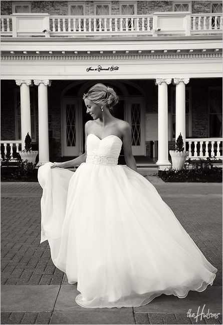 Usually don't love this shape but i love the sweetheart neckline
