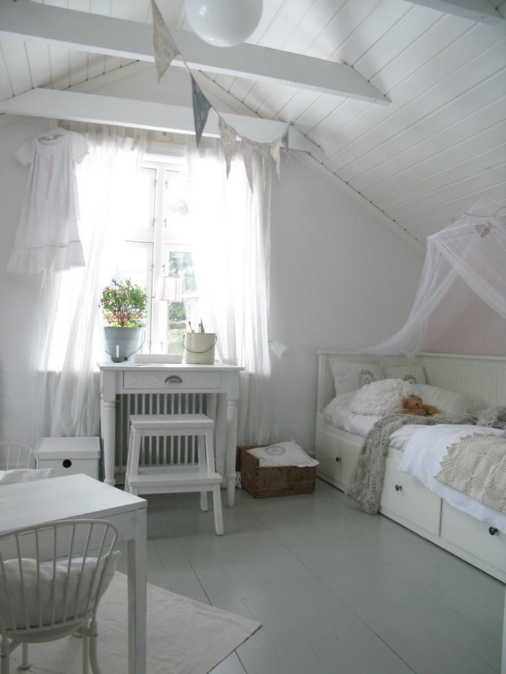 mari: inredning: barnkammare  Baby room  Pinterest