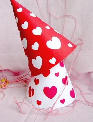 Free Printable: red and white heart pattern party hats
