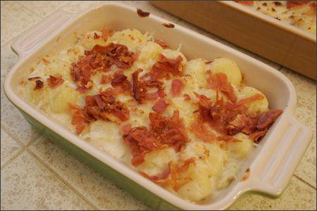 Gnocchi bake w/3 cheeses and crispy prosciutto