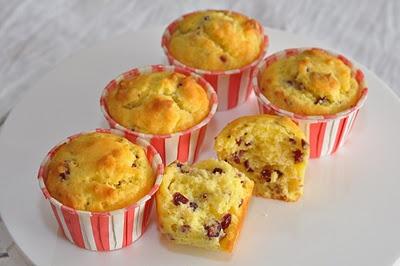 Veronica's Kitchen: Dried Cranberry Cheesecake Muffins