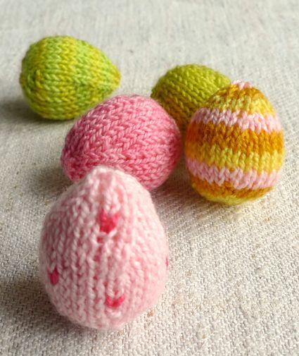 Knitted Easter Eggs Free Patterns : Mini Easter Egg Pattern (chickie too) knitting Pinterest