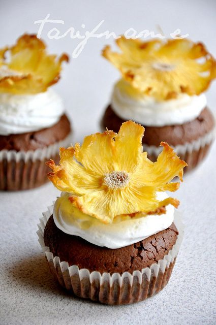 dried pineapple flowers | goodies // treats | Pinterest