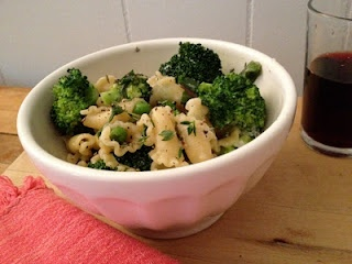 yummy, easy pasta with goat cheese and broccoli