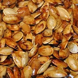Sweet and Spicy Pumpkin Seeds | Recipes to do | Pinterest