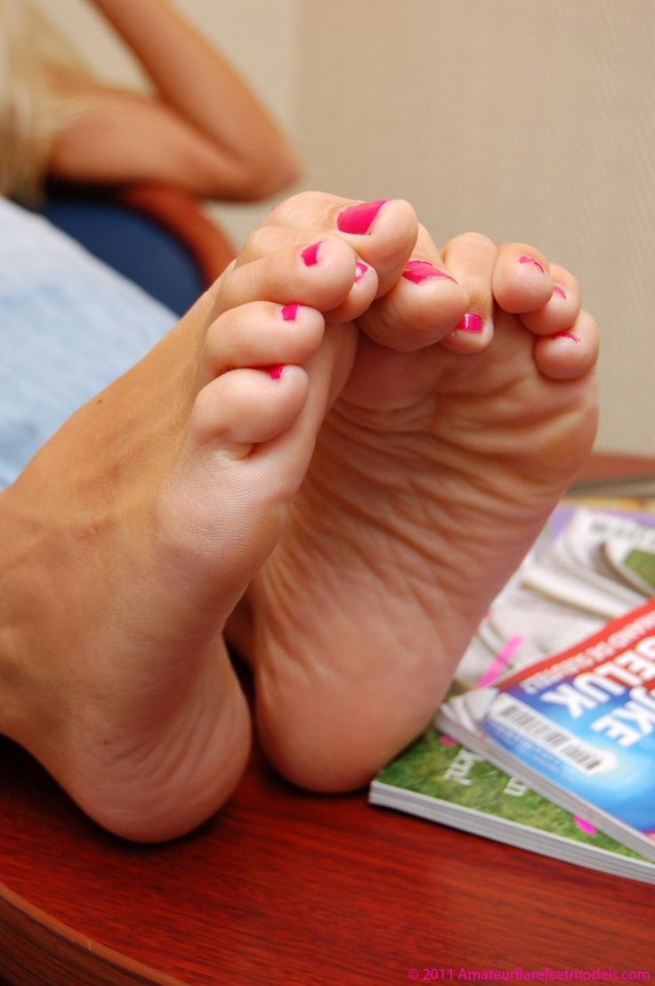 Cute soles with pink manicured toenails | Beauties | Pinterest