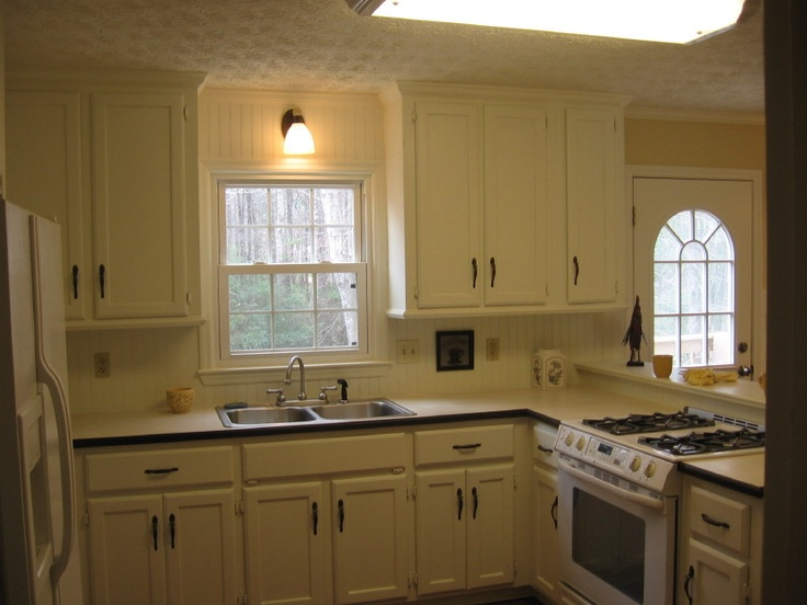 Wainscoting i - Wainscoting kitchen cabinets ...