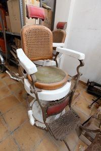 Silla antigua de barbero  $700