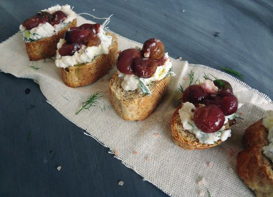 ROASTED GRAPE RICOTTA CROSTINI | Creating deliciousness | Pinterest