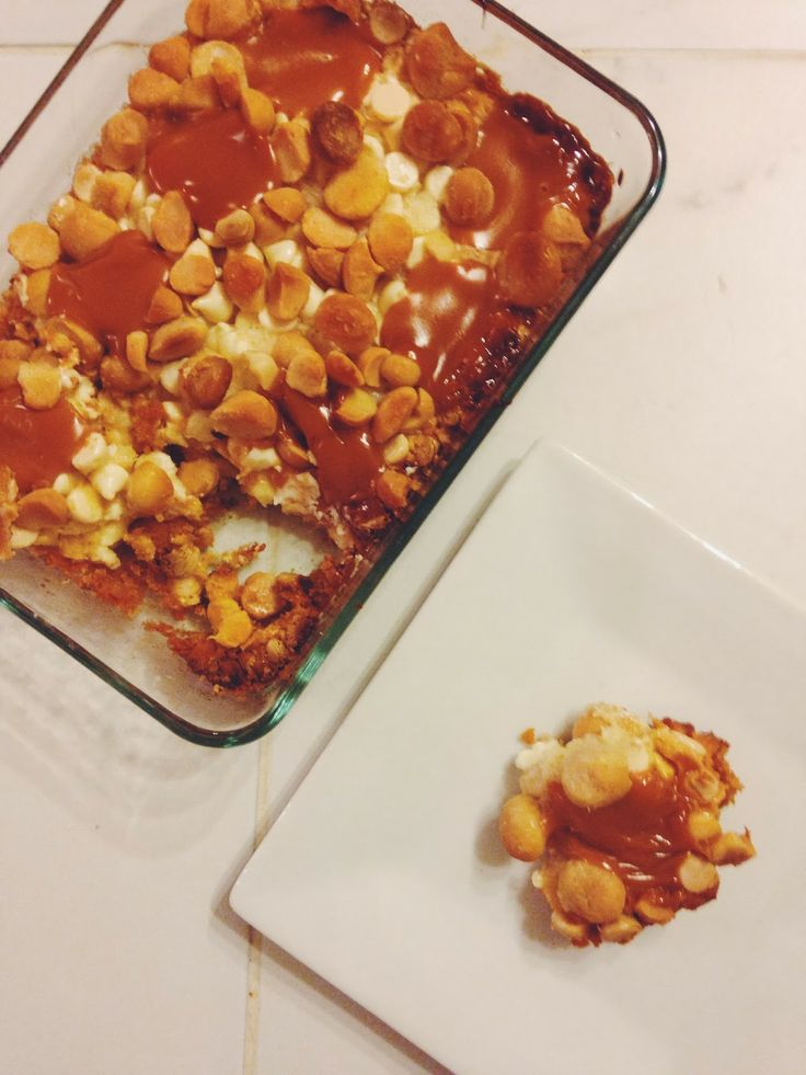 White chocolate, macadamia nut, & caramel cookie bars // the sparkle ...
