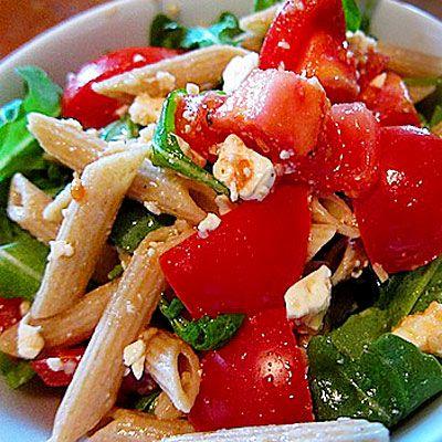 Pasta salad with tomatoes, arugula and feta - so summery!
